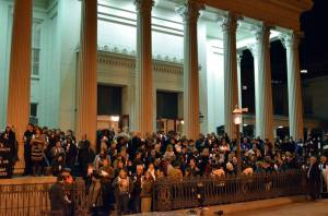 Photo by Kontra RVA of folks gathered on the St. Paul steps after the service
